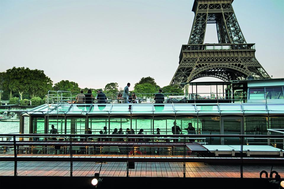 Электрические двигатели корабля-ресторана Ducasse sur Seine делают его передвижение бесшумным