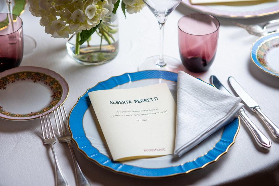 Микеле начинал свою карьеру с работы в ресторанах в Линьяно-Саббьядоро, Бибионе и Венеции