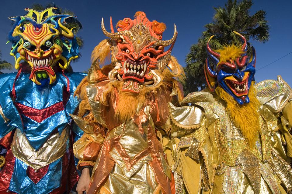 Первые карнавалы состоялись в Доминикане еще в середине 16 века