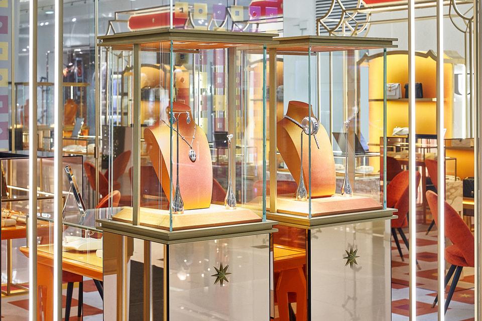 Поп-ап бутик Bvlgari занимает площадь в 60 квадратных метров, на которых представлены коллекции украшений, часов и аксессуаров