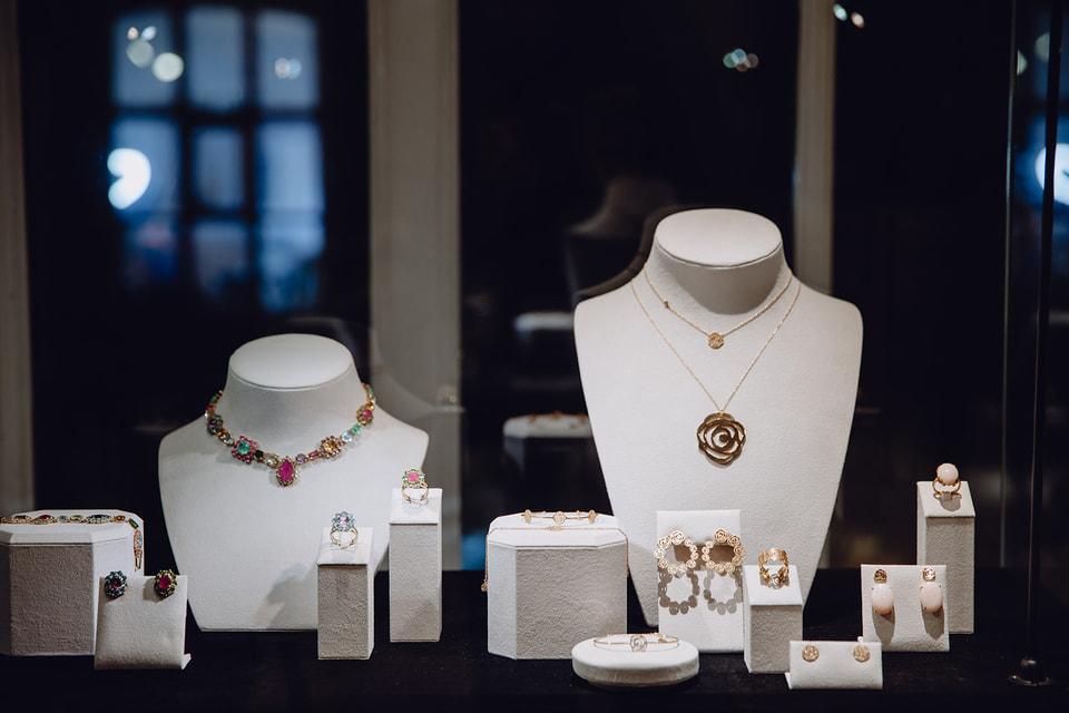 В Москве представили коллекцию высокого ювелирного искусства Atelier Tous Rosa Oriol