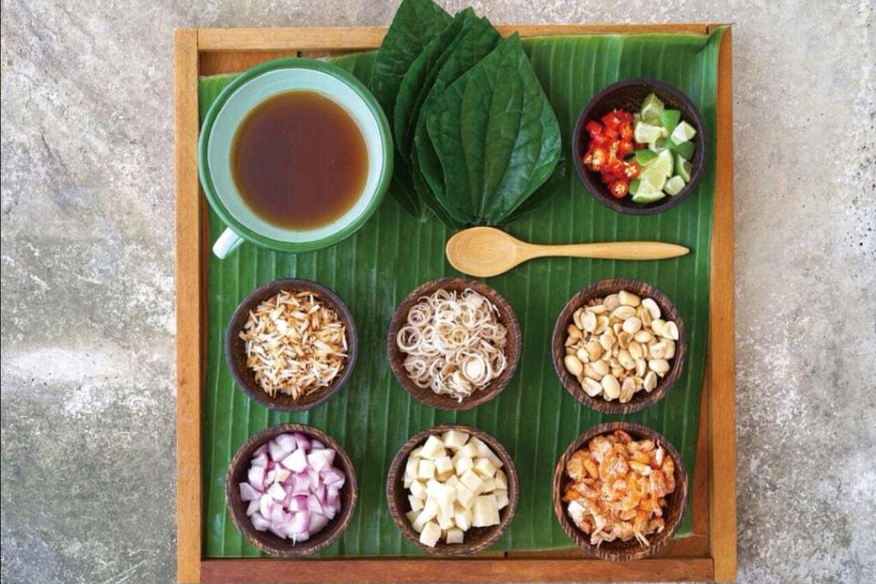 Одно из заведений, Ginger Farm Kitchen, специализируется на северной тайской кухне и работает по системе «от фермы до стола»