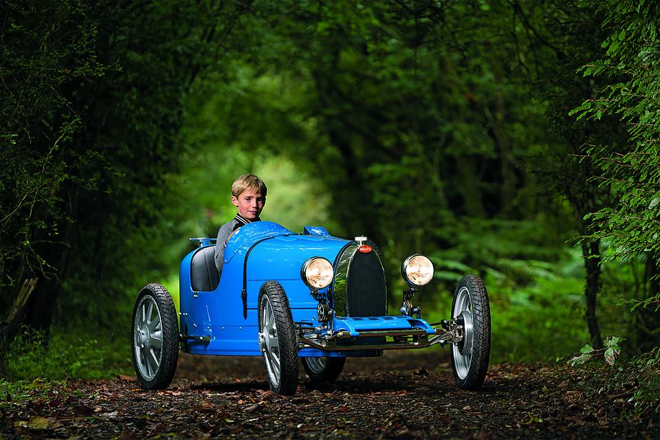 Детская версия Bugatti Baby II имеет мощность 1,4 л. с. и развивает скорость до 20 км/ч