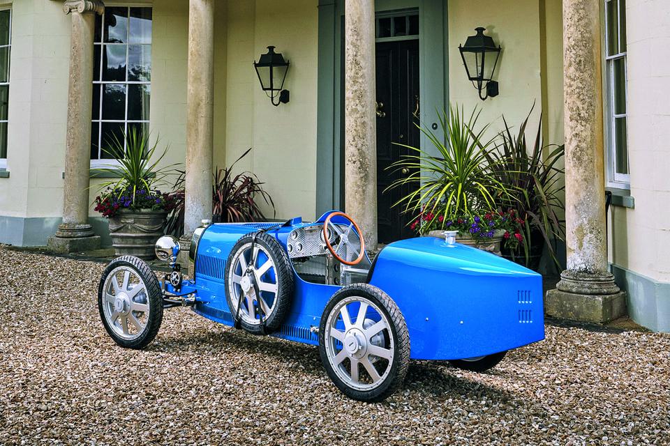 Базовый цвет машины – французский гоночный синий