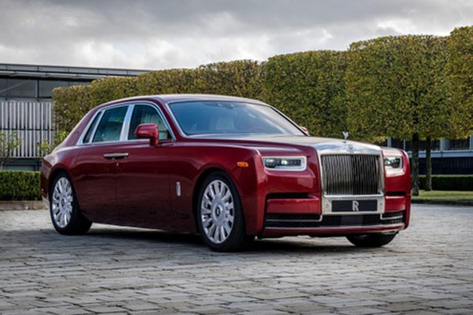 Rolls-Royce отметил свое 115-летие коллаборацией с художницей Микалейн Томас