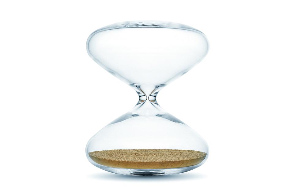 Песочные часы Марка Ньюсона, самый современный артефакт на выставке
