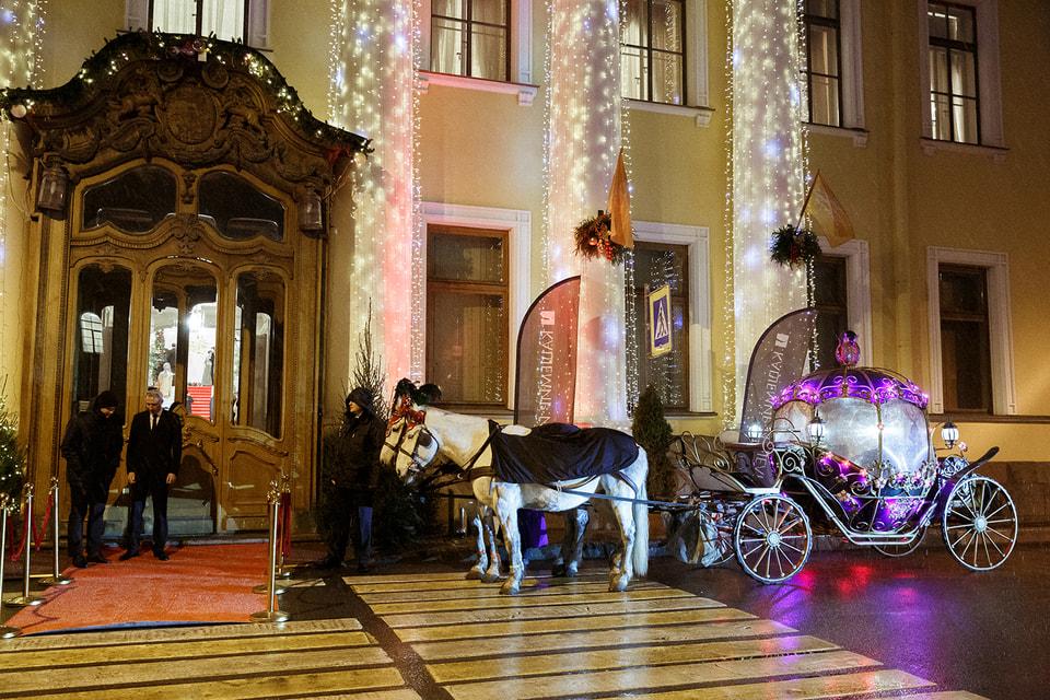 Рождественский бал компании «Кашемир и шелк»: парадный вход в Юсуповский дворец