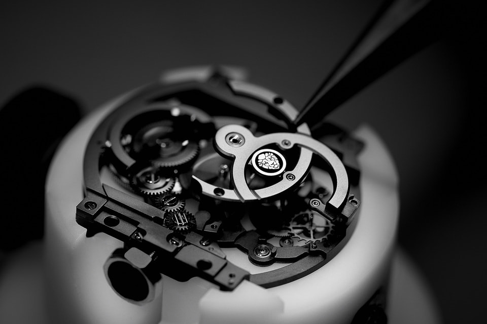 Собственный механизм-скелетон Сalibre 3 был разработан для женских часов Boy-Friend