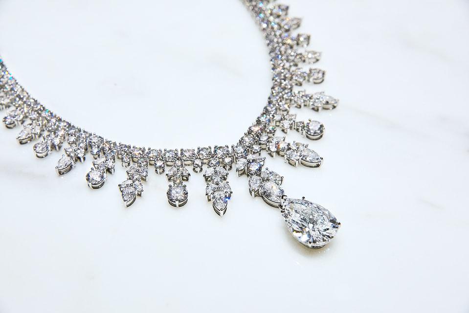Чем больше в украшении Tiffany & Co. бриллиантов, тем больше можно получить сертификатов об их происхождении.