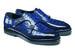 Мастера Santoni создали лимитированную коллекцию мужской обуви для столичного ЦУМа. Среди моделей капсулы Santoni for TSUM – ботинки-дезерты и монки, выполненные из кожи аллигатора, дерби на массивной подошве с верхом из телячьей кожи, ботинки-хайкеры из кожи аллигатора или в мягкой замше. Некоторые модели дополняет отделка из меха нутрии в тон – эта особенность была внедрена с учетом российского климата. В цветовой палитре преобладают классические оттенки: глубокий синий, янтарно-коричневый и графитно-серый