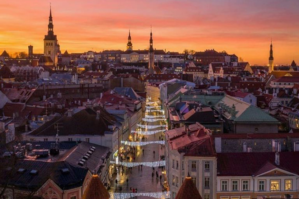 Декабрьский Таллин встречает нетипичным средиземноморским закатом