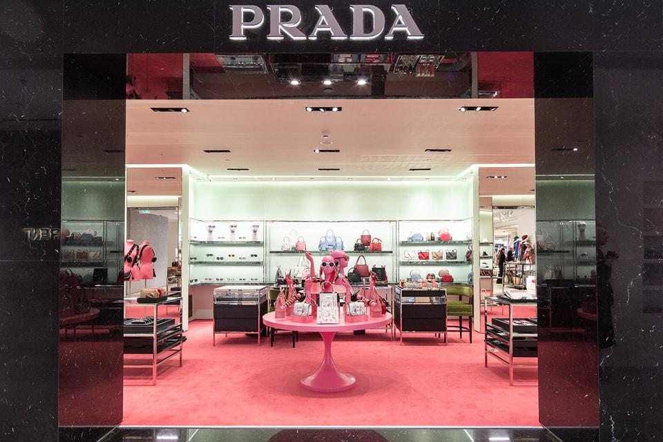 Prada «перекрасила» свой бутик в ЦУМе в розовый цвет