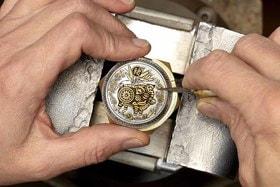 Часы Panerai Luminor Sealand 44 мм с изображением свиньи на крышке: процесс создания гравировки в технике sparsello