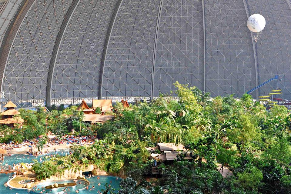 Парк «Тропические острова» расположен в 35 км от Берлина, в бывшем ангаре для дирижаблей