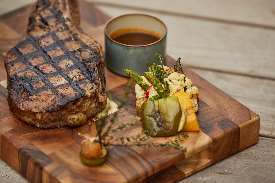 Стейк - одно из топовых блюд ресторана INTI