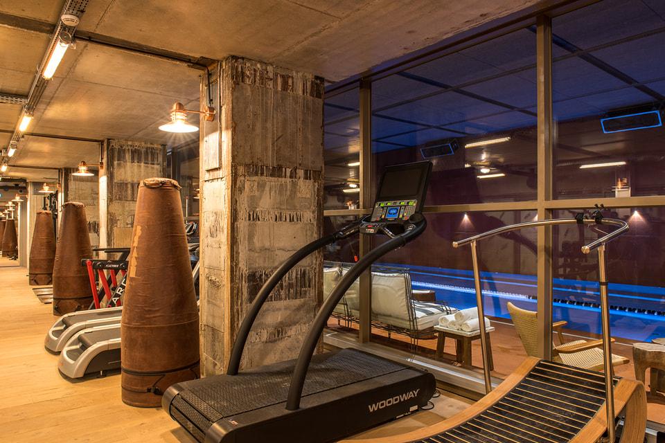 Дизайн спортивного клуба по проекту Филиппа Старка Brach Club de Sport вдохновлен эстетикой  боксерских клубов 1930-х