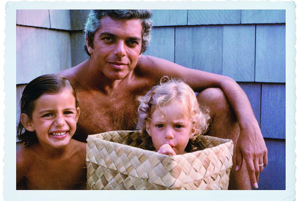 Дэвид Лорен в детстве с отцом и братом, 1972 г.