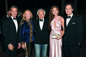 Справа налево: Дэвид Лорен со своими родными: сестрой Дилан, отцом Ральфом, матерью Рики и братом Эндрю