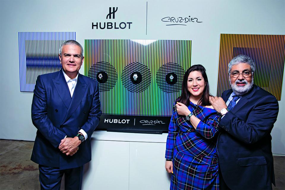 Президент Hublot Рикардо Гвадалупе, сын художника Карлитос Диес и внучка Мариана Диес на премьере часов Classic Fusion Cruz-Dies в Майами в прошлом декабре