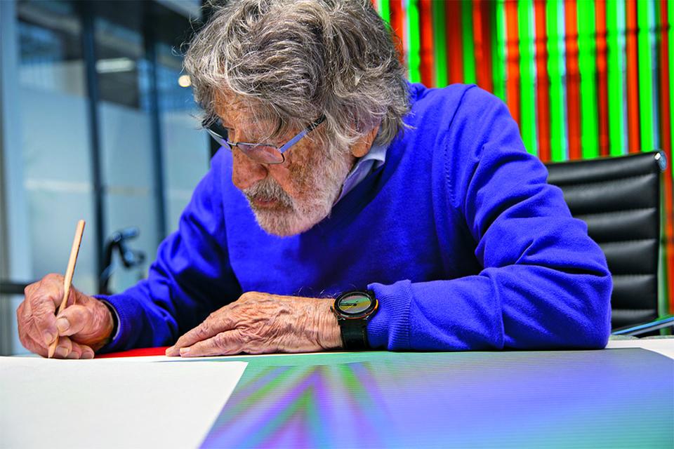 Карло Крус-Диес принимал непосредственное участие в создании первых часов по своим произведениям искусства и сам с удовольствием их носил