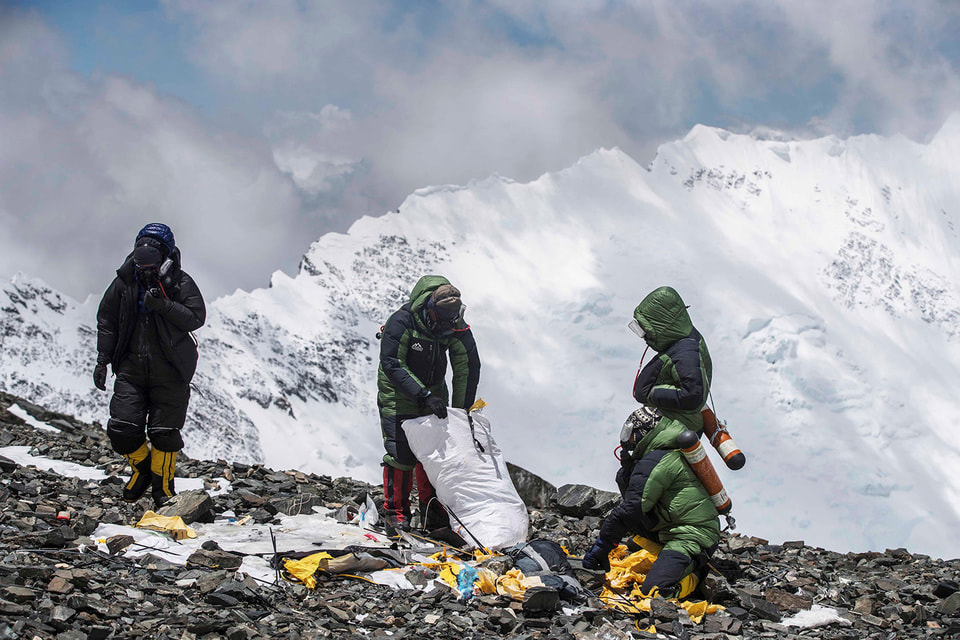 На Эвересте в 2021 году компания планирует увеличение количества базовых лагерей