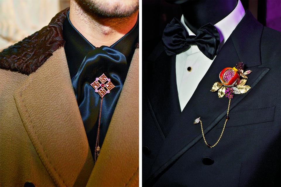 В ходе показа юноши-модели выходили на подиум в отделанных кружевом сорочках, вышитых накидках, плащах из перьев, пиджаках из парчи, костюмах из бархата в цветах драгоценных камней