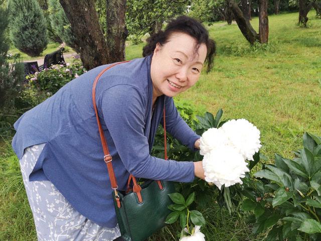 Лю Вэй работала в клиниках китайской медицины в Москве, занималась частной практикой, лечила посла СССР и России в Китае Игоря Рогачева, участвовала в программах государственной медицинской помощи детям в Республике Чечня