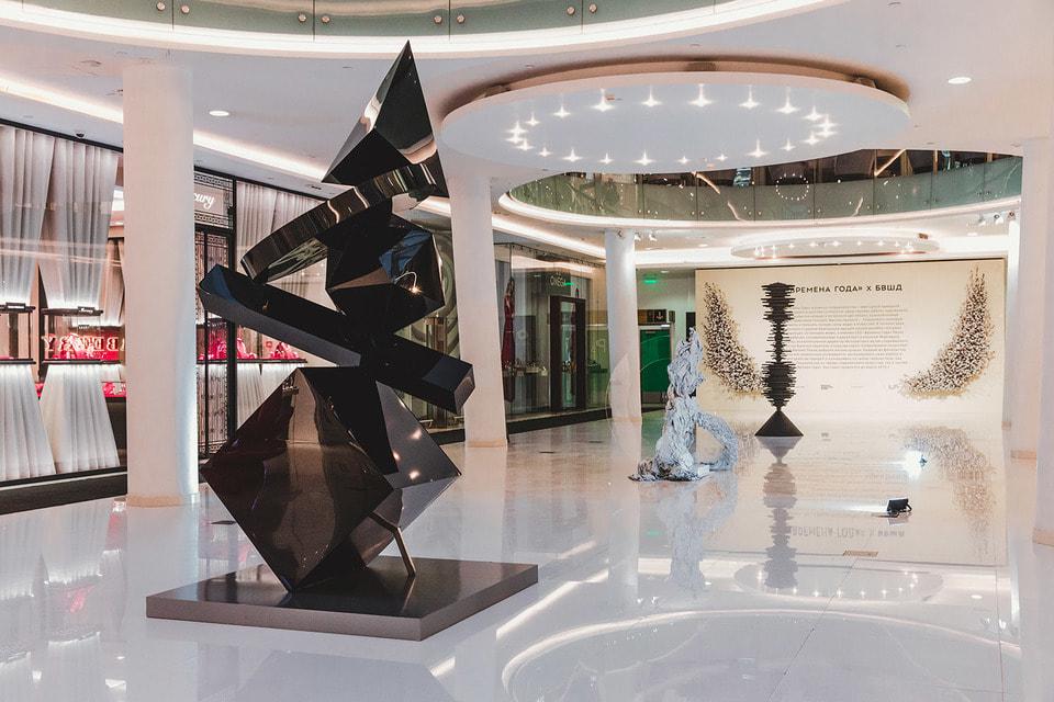В галереях «Времена года» актуальная мода и современное искусство сосуществуют