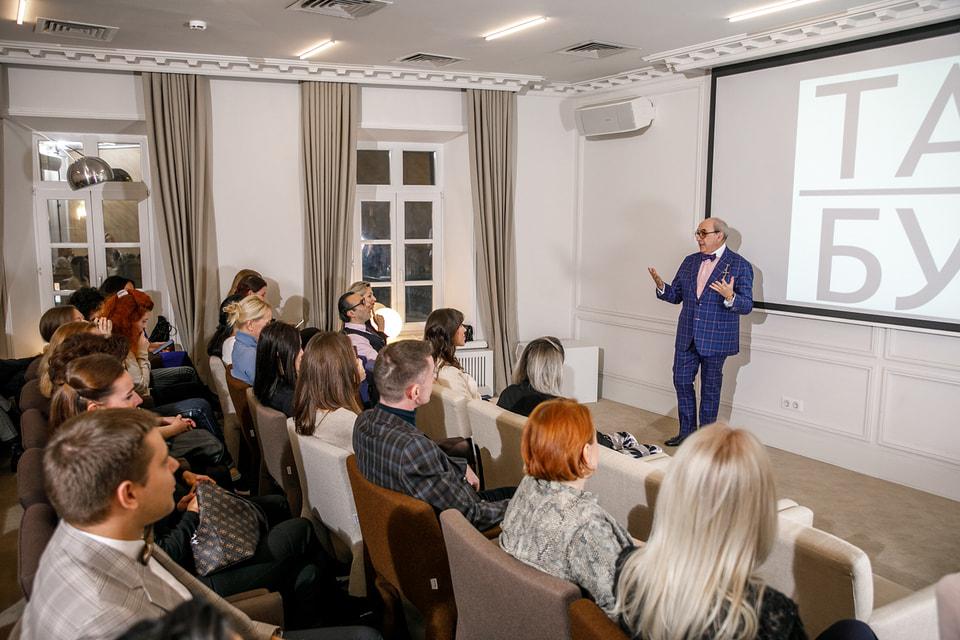 Адвокат и коллекционер Александр Добровинский расскажет про авангардное искусство