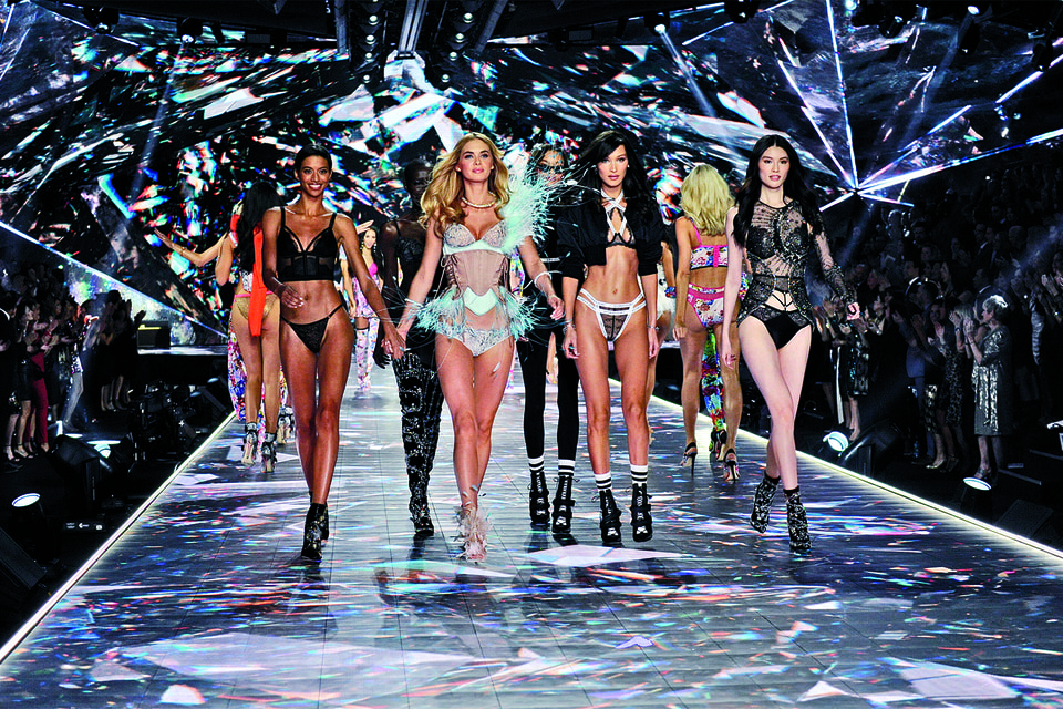 В 2019 году компания Victoria's Secret впервые отменила свой традиционный показ
