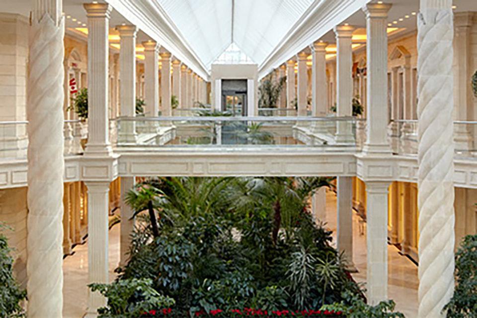 В молле Крокус Сити Молл приостанавливают работу предприятия розничной торговли, развлечений, предприятия общепита и салоны красоты
