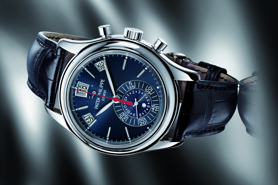 Мужские часы Patek Philippe Annual Calendar 5960 в платиновом корпусе с синим циферблатом теперь могут прибыть прямо домой к жителю столицы, который давно желал их приобрести