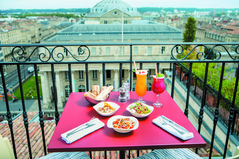 Панорамная терраса Night Beach на крыше отеля InterContinental Bordeaux – Le Grand Hotel