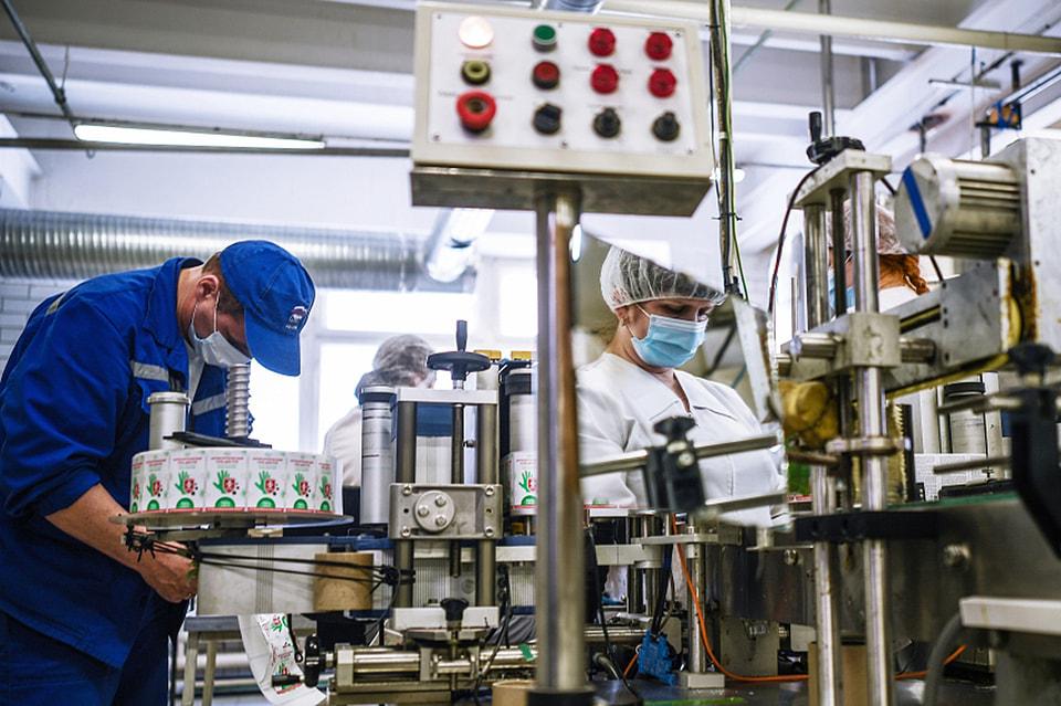 Московская фабрика «Свобода» также подключилась к производству защитных средств