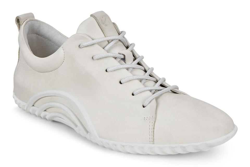 Врачам и медсестрам уже передано 400 пар мужской и женской обуви Ecco.