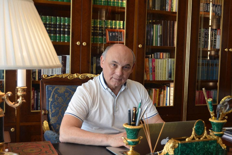 Доктор наук, академик Тимур Тимербулатов публикует книги под псевдонимом Мон Тирэй
