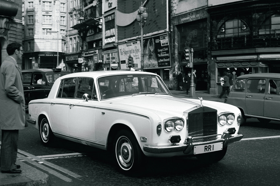 RR Silver Shadow, принадлежавший Фредди Меркьюри, на улицах Лондона