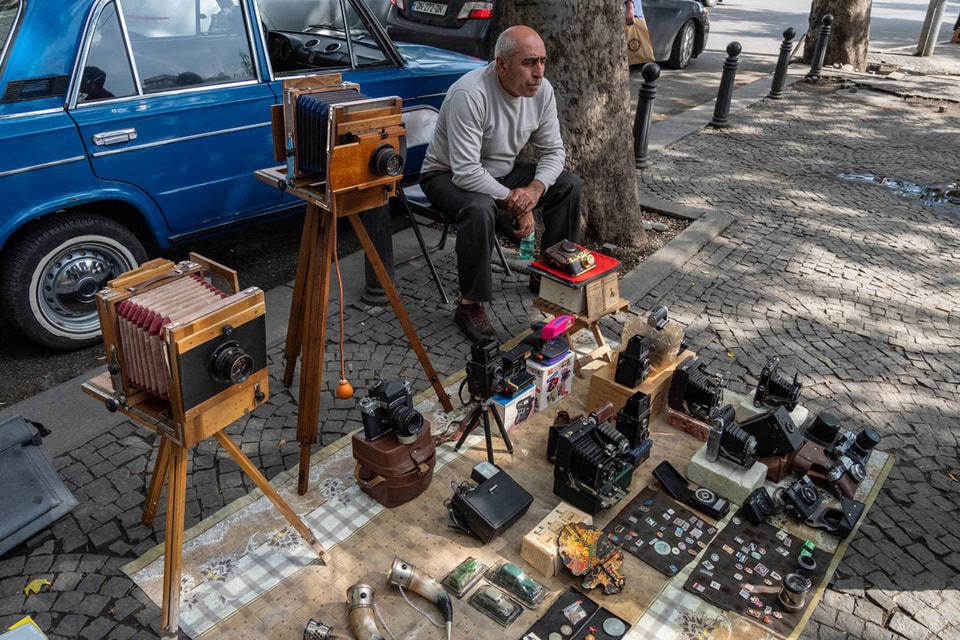Блошиный рынок у Сухого моста лучше посетить рано утром