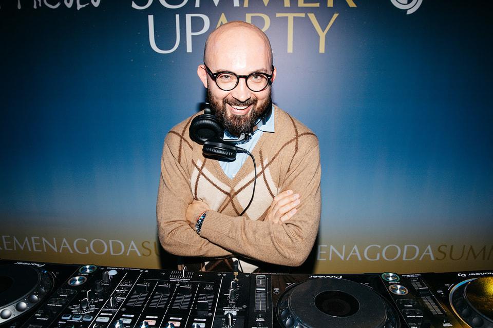 DJ Виталий Козак, резидент вечеринок в пространстве галерей «Времена года»