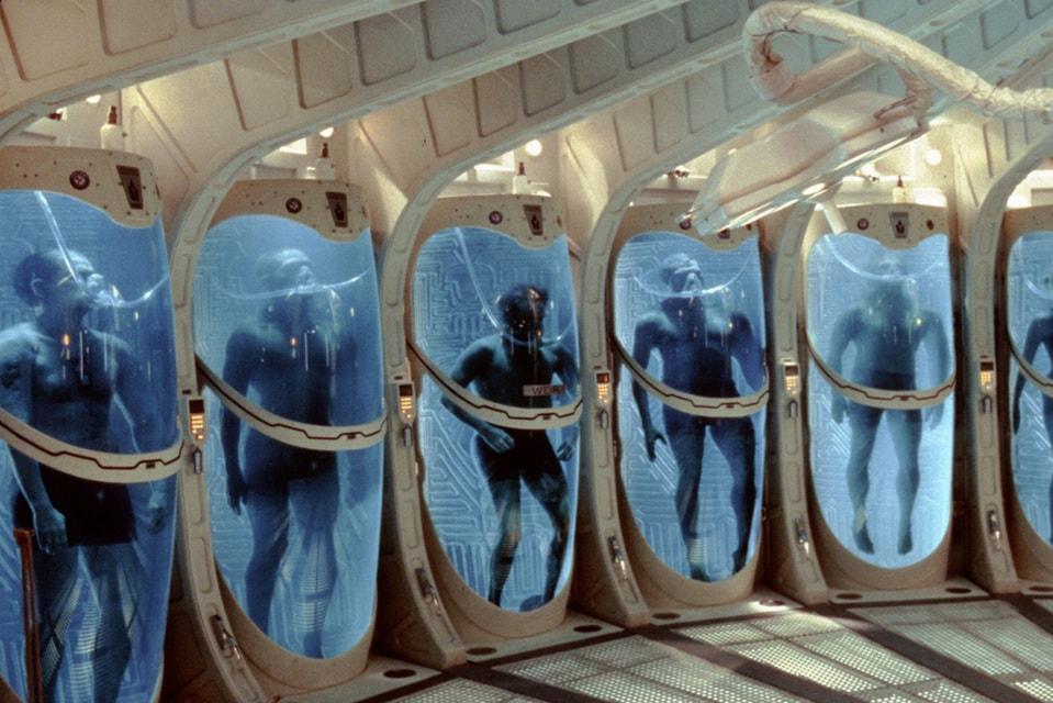 Кадр из фильма «Сквозь горизонт»