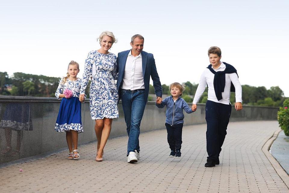 О. Хартманн с супругой и детьми