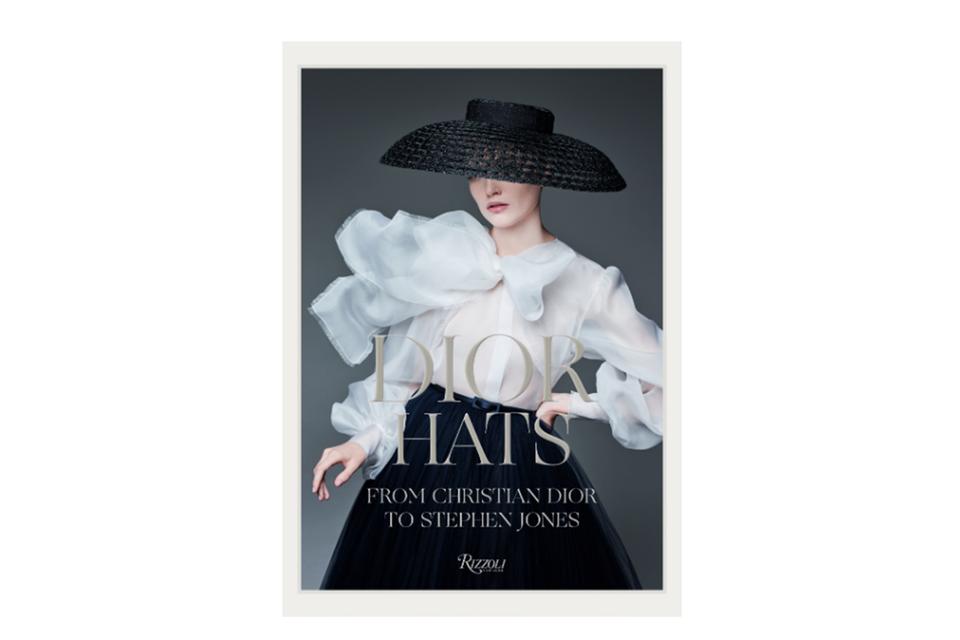 Книга Dior Hats посвящена, как следует из ее заголовка, шляпам Dior