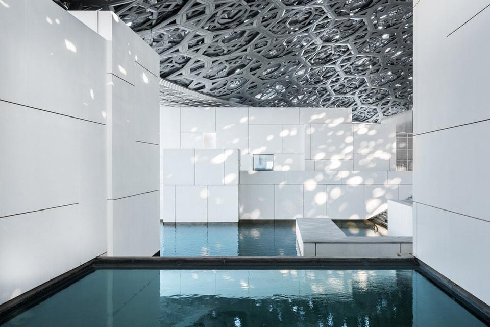 Побывать в Лувре Абу-Даби теперь можно онлайн