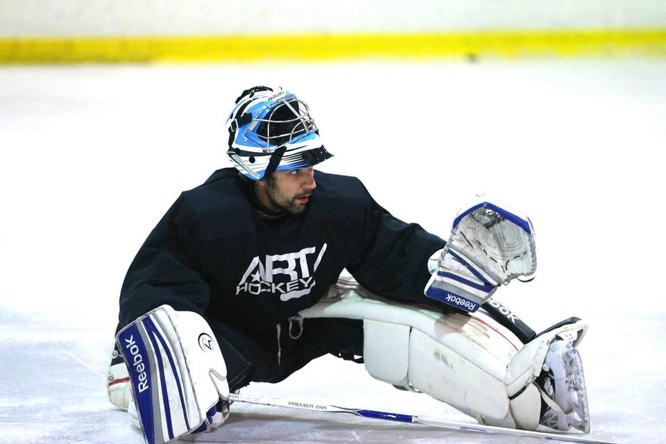 Игра в хоккей помогает Сергею снять напряжение после работы