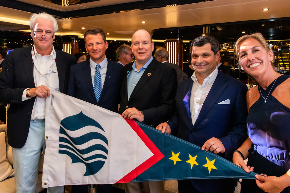 На гала-ужине Blue Marine Foundation (cлева направо): гендиректор Luerssen Петер Люрссен, основатель BLUE Джордж Даффилд, принц Монако Альбер II, Евгений Кочман, гендиректор BLUE Клэр Брук