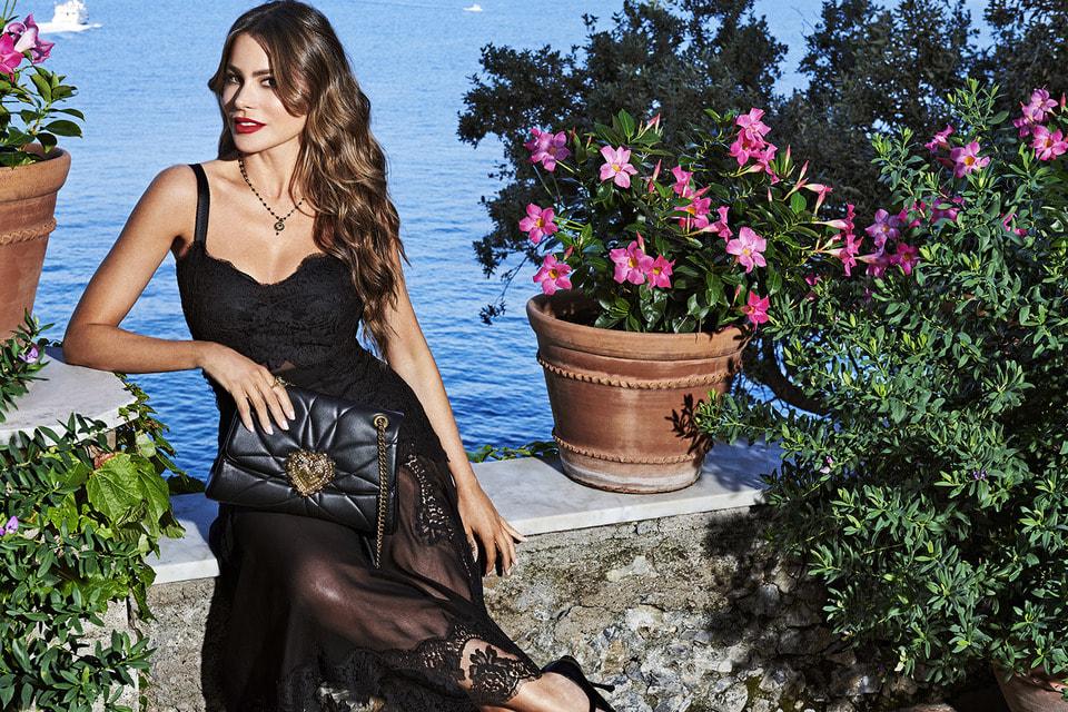 Рекламная кампания сумки Devotion с участием актрисы Софии Вергары