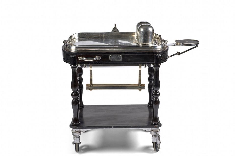 Сервировочная тележка Cristofle  выставлена на торги с эстимейтом 4000-6000 евро