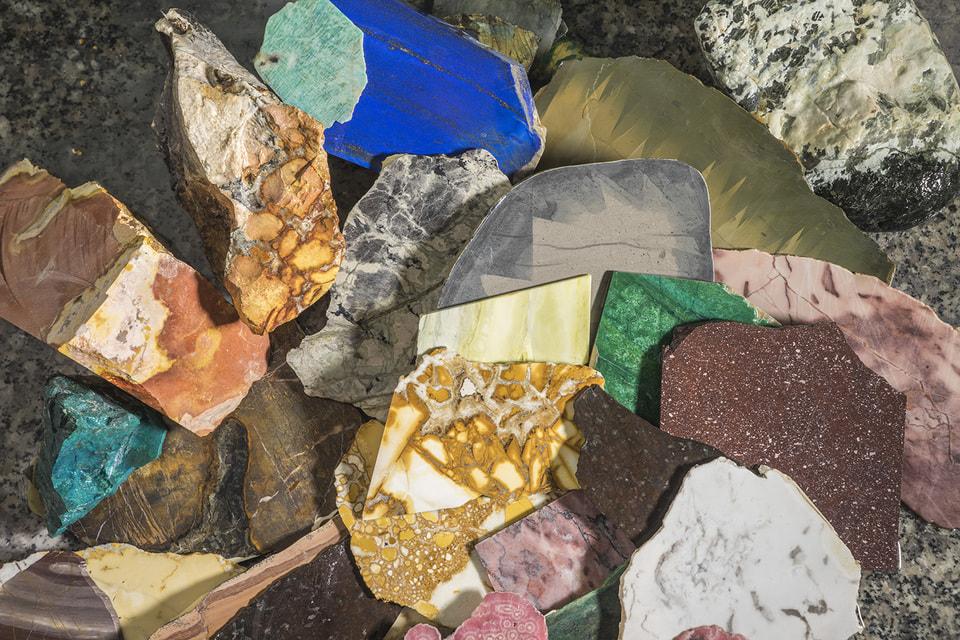В работе используются pietre dure – самоцветы, собранные в горах Тосканы