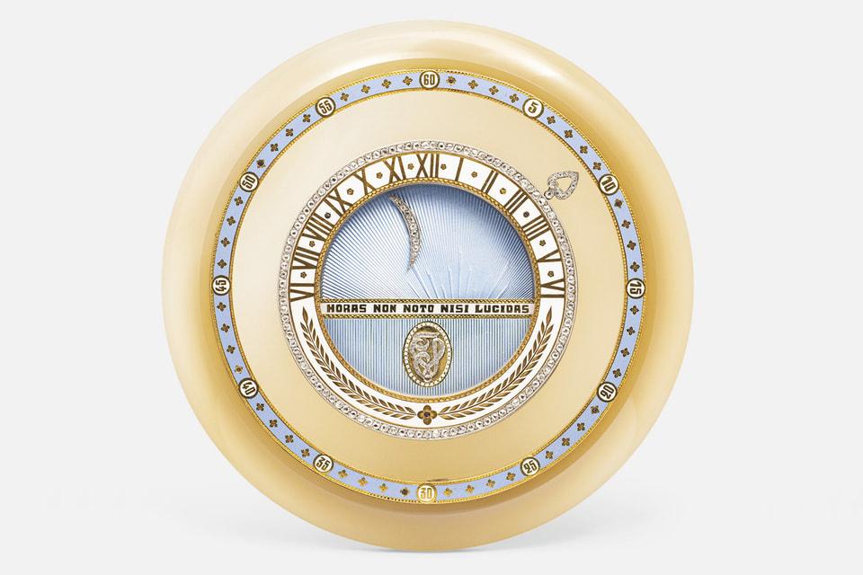 Лот №101 – настольные «планетарные» часы Planet Day and Night периода Belle Epoque из агата, с эмалью и бриллиантами, 1913 год