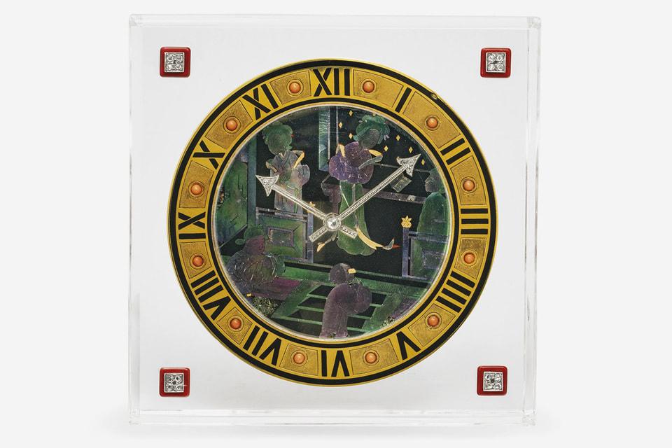 Лот №91 – настольные часы эпохи ар-деко из хрусталя и эмали с циферблатом в технике Burgaute, 1925 год